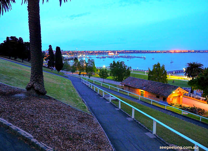 Dusk at Geelong Eastern Beach.
