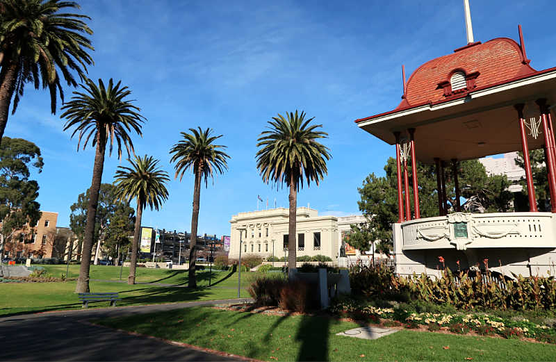Image of Johnstone Park rotunda with palm trees and Geelong Art Gallery in the background.