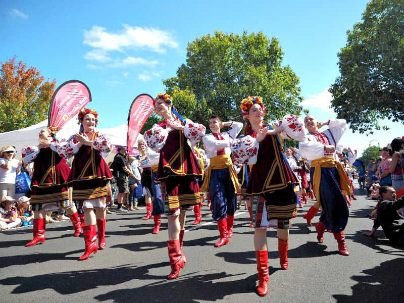 Dancers at Geelong Pako Festa Parade.