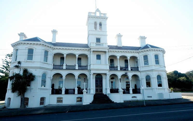 Photo of an old Queenscliff hotel